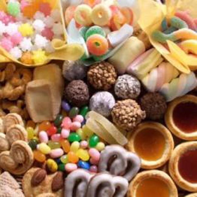 Giá bánh kẹo Tết tăng mạnh