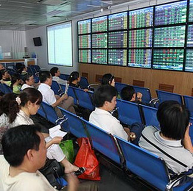 VN-Index tăng điểm trước hàng loạt tin xấu