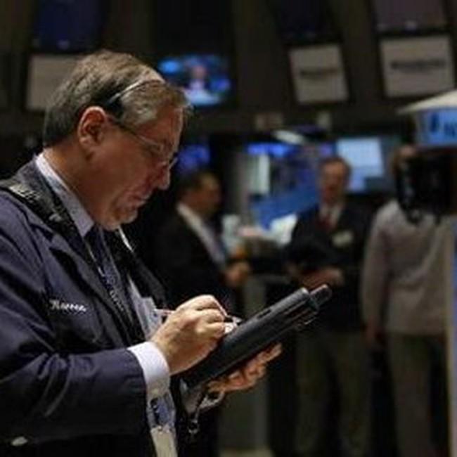 Dow Jones trượt mạnh sau hàng loạt tin xấu