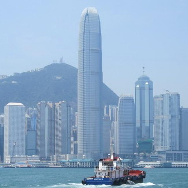 Fitch nâng xếp hạng nợ của Hồng Kông