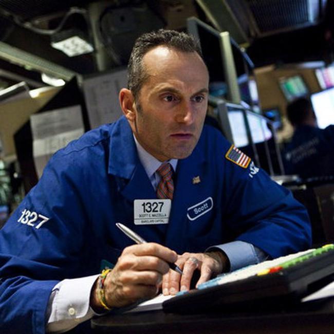 Nỗi lo từ châu Âu và Triều Tiên kéo Dow Jones xuống dưới 11.100 điểm
