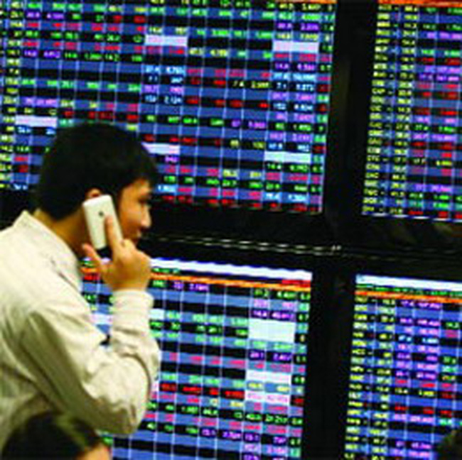 Trái phiếu chuyển đổi: Bình yên trong bão giá