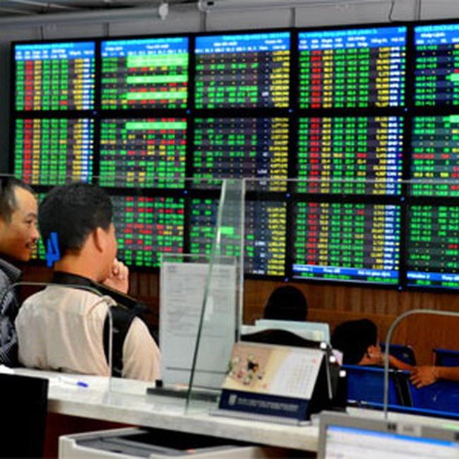 Lượng bán tăng mạnh, VN-Index vẫn trụ vững trên mốc 450 điểm