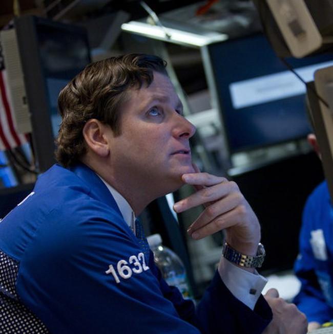 Tiếp tục sụt giảm, Dow Jones về sát 11.000 điểm