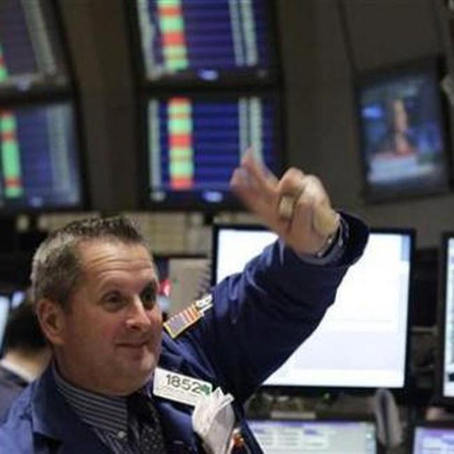 Dow Jones tăng vọt 250 điểm và vượt 11.250 điểm