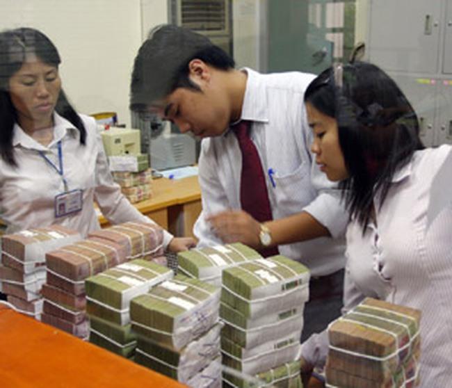 Chật vật với vốn tín dụng khan hiếm và đắt đỏ