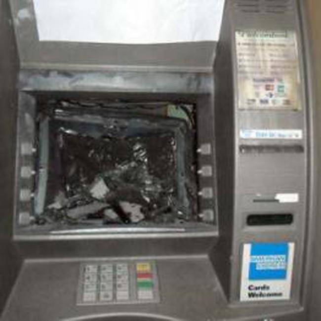Nhà băng chưa chú trọng bảo hiểm cho máy ATM