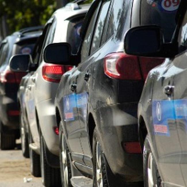 Tạm dừng mua sắm xe công nhằm hạn chế nhập siêu