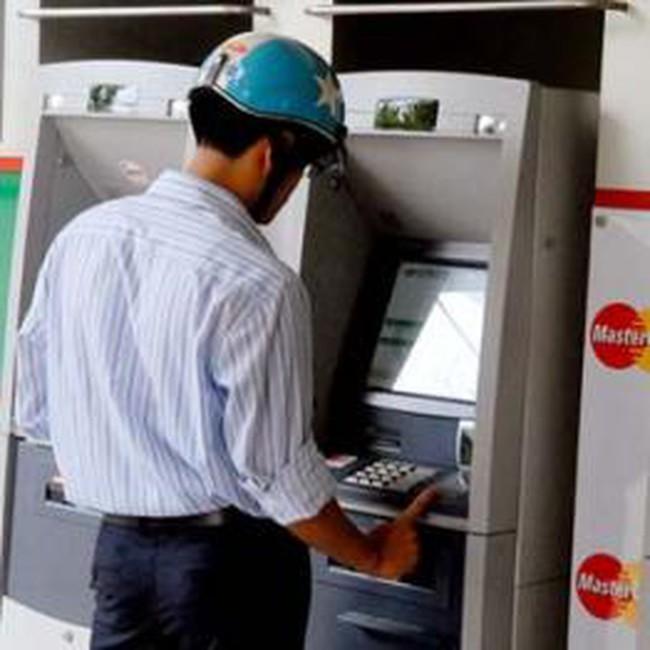 Có thể cấm đội mũ bảo hiểm khi vào ATM