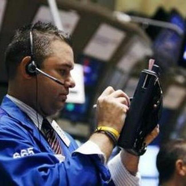 Dow Jones để mất thành quả tăng điểm trong những phút cuối