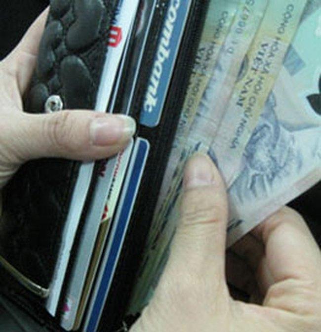 Người dân đổ xô đi gửi tiết kiệm ngắn hạn