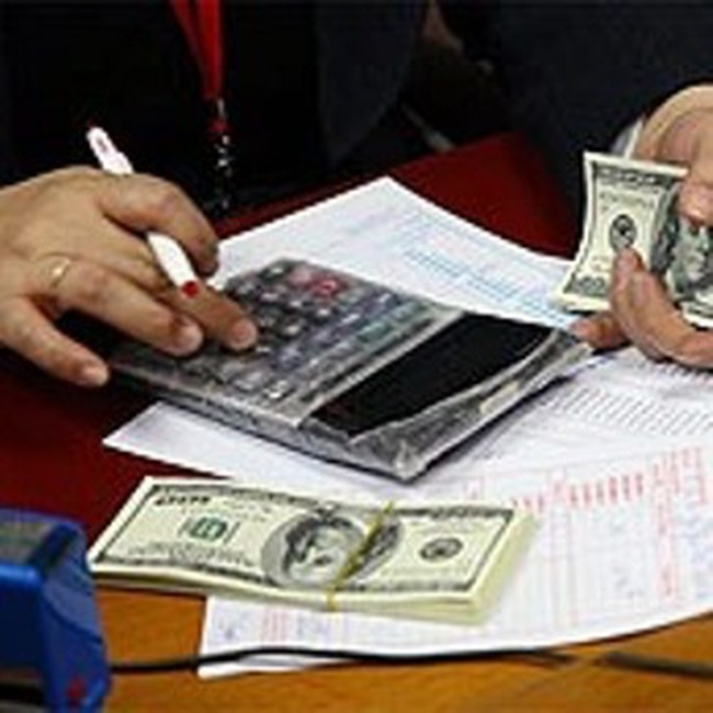 Bó tay với tình trạng hai giá trong tiền tệ?