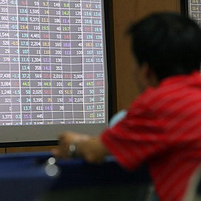 9h30: Cổ phiếu chứng khoán bị bán mạnh, hai sàn đều giảm điểm