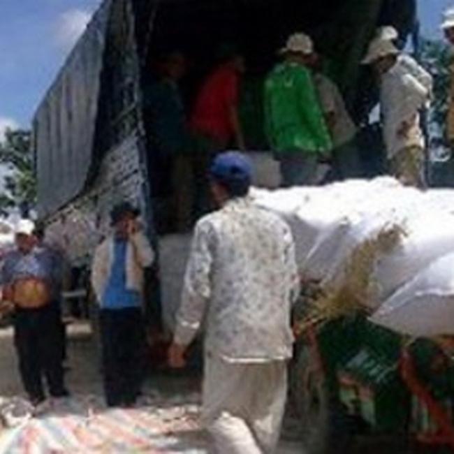 Miễn thuế nhập gạo và lá thuốc lá từ Campuchia
