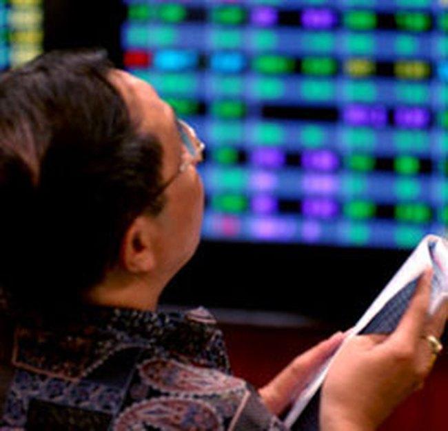 """10h: VN-Index tăng hơn 7 điểm, cổ phiếu chứng khoán """"hồi sinh"""""""