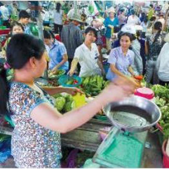 Thị trường Tết: Người tiêu dùng thắt chặt chi tiêu