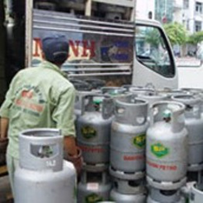 """""""Cuộc chiến"""" giá gas: Tại người tiêu dùng?"""