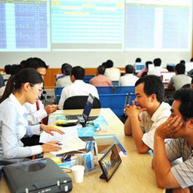 VN-Index giảm hơn 2% xuống 483 điểm, HNX-Index giảm 3,7%