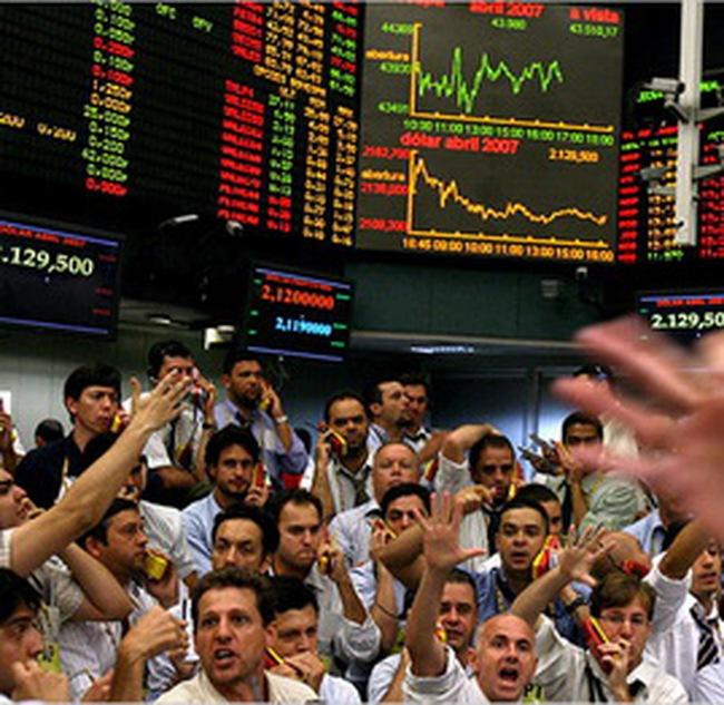 S&P 500 trở lại mức cao trước khủng hoảng tài chính