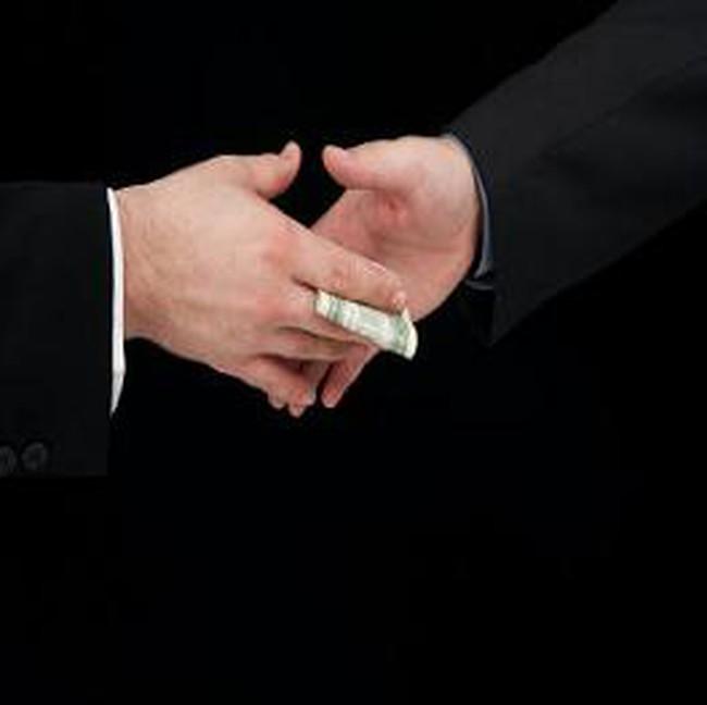 Ngân hàng Canada tranh thủ mua gom tài sản tại Mỹ
