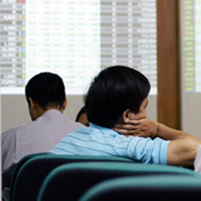 10h: VN-Index giảm hơn 5 điểm xuống 475 điểm