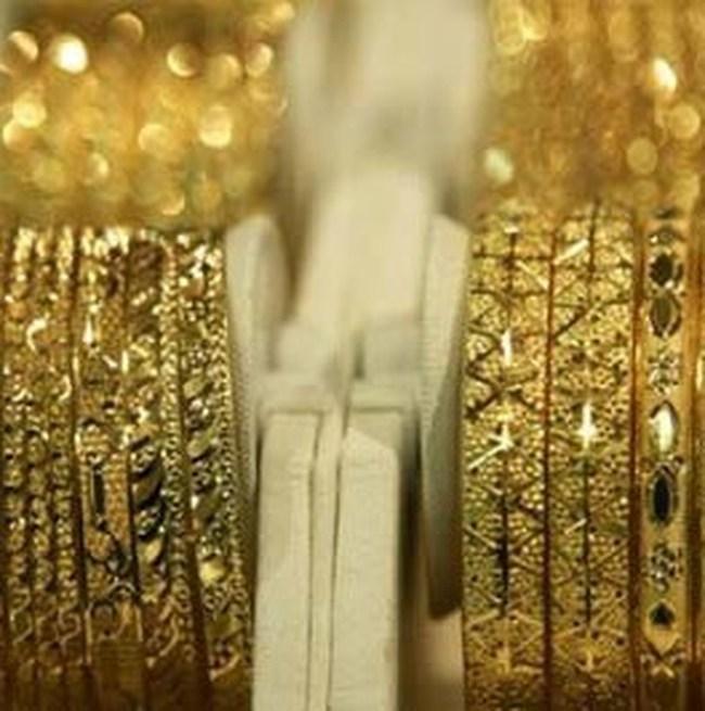 Giá vàng hạ xuống 35,82 triệu đồng/lượng, đôla Mỹ nhích nhẹ