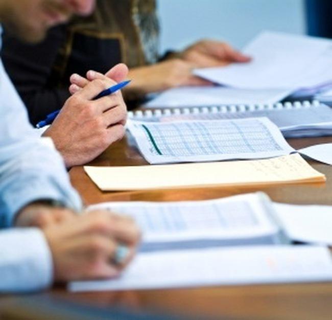 Tại sao UBCKNN chưa chấp thuận cho 8 công ty kiểm toán được phép kiểm toán DNNY trong năm 2011?