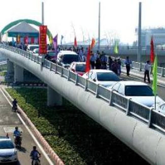 Cửa ngõ phía đông TP.HCM: cầu mới phải chờ đường!