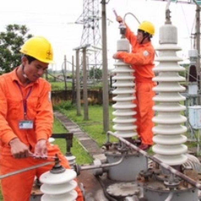 Đảm bảo điện cho doanh nghiệp sản xuất hàng tết