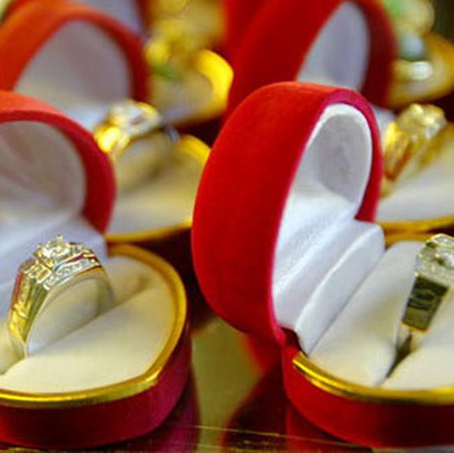 Giá vàng lên 35,9 triệu đồng/lượng, đôla Mỹ ở 21.100 đồng Việt Nam