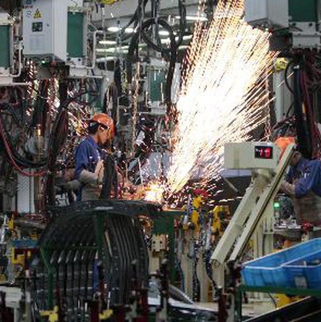 Sản xuất Trung Quốc tăng trưởng chậm nhất trong nửa năm