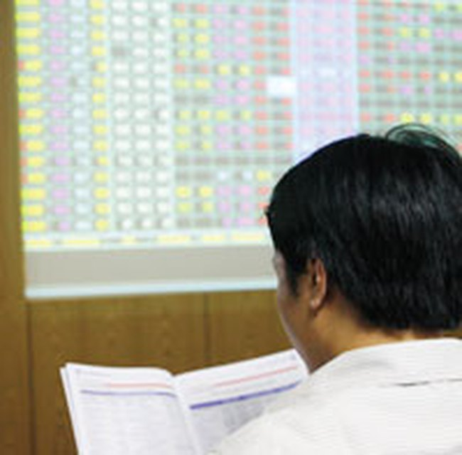 HNX-Index xuống 92 điểm, VN-Index giảm hơn 11 điểm