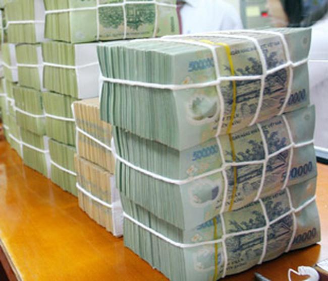 Lãi suất tăng cao, số dư tiền gửi bằng đồng Việt Nam vẫn giảm