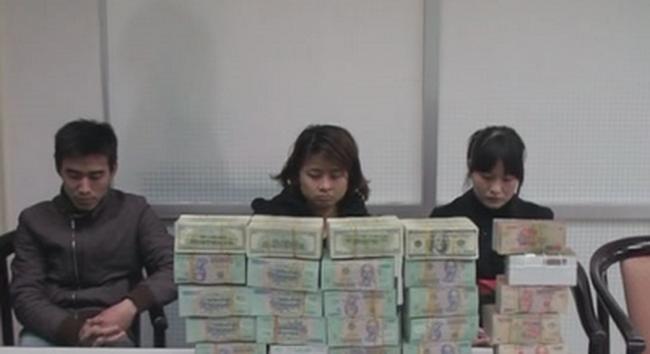 Bắt quả tang vụ mua bán trái phép gần 400 ngàn USD