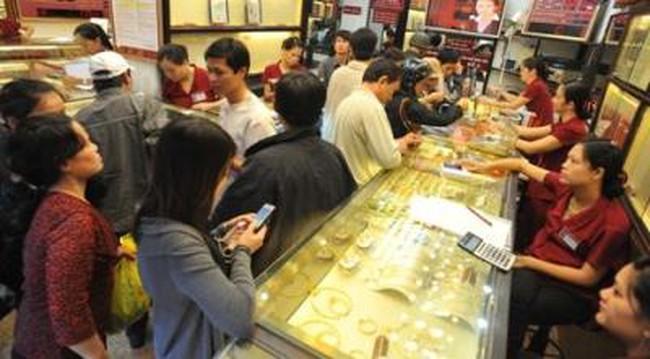 TS Trần Hoàng Ngân: Chính phủ không ép người dân bán vàng
