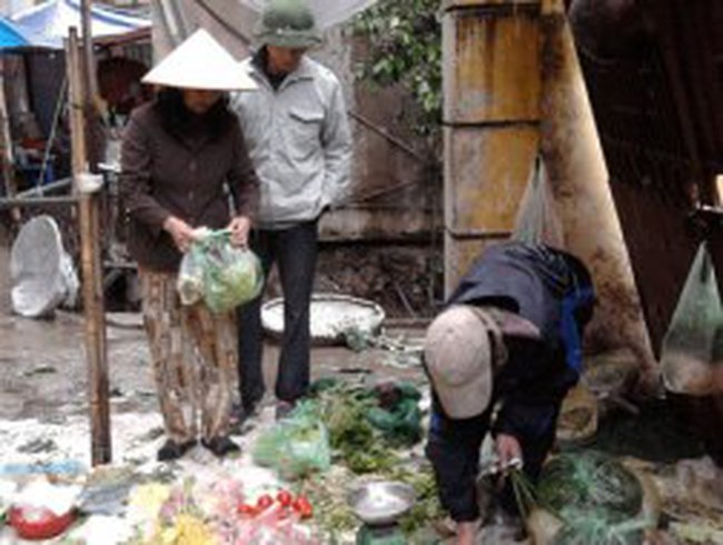 Thực phẩm Hà Nội tăng giá vì trời mưa rét dài ngày