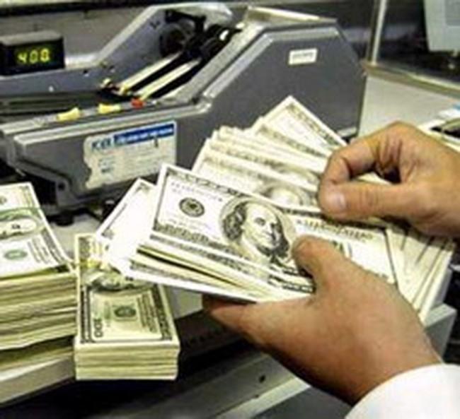 """""""Không đột ngột áp chế tài buộc ngân hàng bán USD"""""""