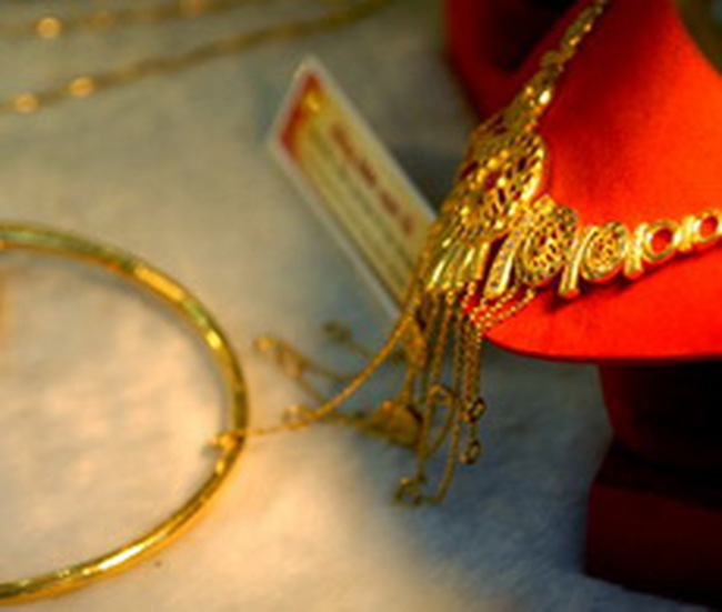 Tuổi, số của vàng trang sức: Tin nhau là chính?