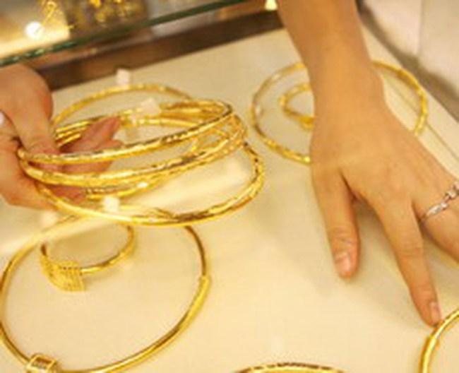 TP.HCM: Kinh doanh vàng miếng giảm 30%-50% nhưng nhu cầu vàng nhẫn tăng cao