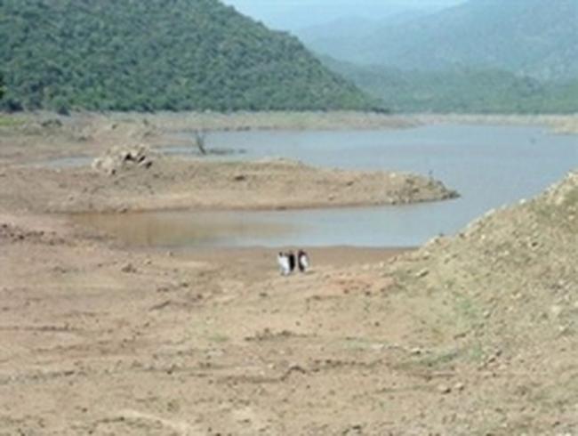 Nước hồ thủy điện Trị An đang gần như cạn kiệt