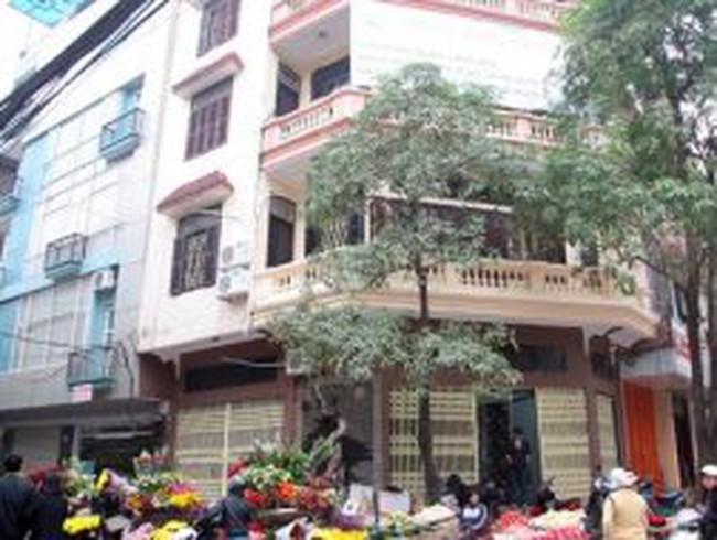 Những ngôi nhà lún nghiêng ở Hà Nội