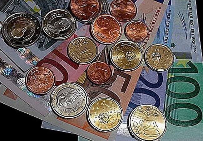 """Châu Âu """"điên đầu"""" với bê bối 30 tấn đồng euro tái chế"""