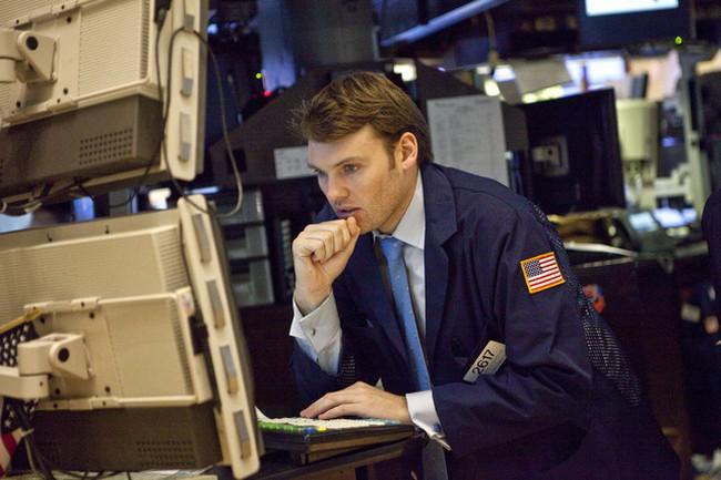 Dow Jones hạ nhẹ xuống dưới 12.400 điểm