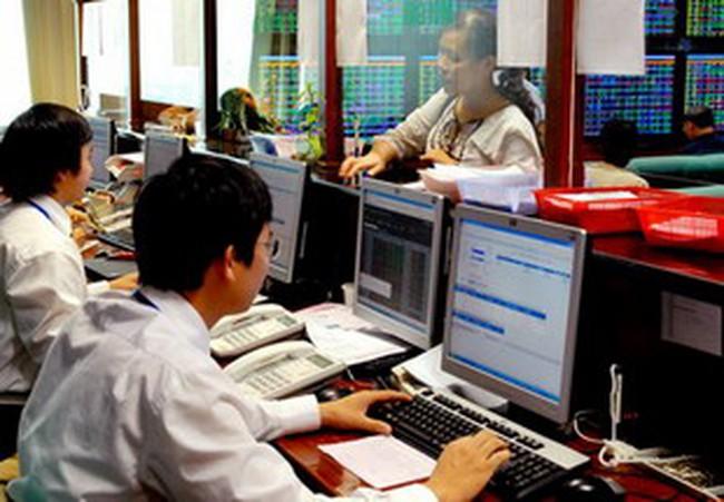 Thị trường ảm đạm, NĐT lại đẩy mạnh bán ra