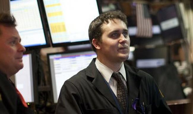 Dow Jones nhích nhẹ, S&P 500 mất điểm