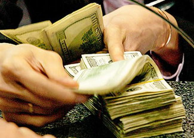 Hôm nay (13/4), tất cả các ngân hàng huy động USD với lãi suất tối đa 3%/năm
