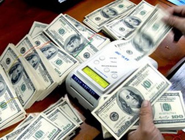 Giảm hạn mức ngoại tệ tiền mặt khi xuất cảnh xuống 5.000 USD