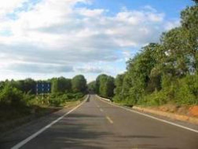 Đầu tư xây dựng đường Hồ Chí Minh đoạn Cam Lộ - La Sơn - Túy Loan