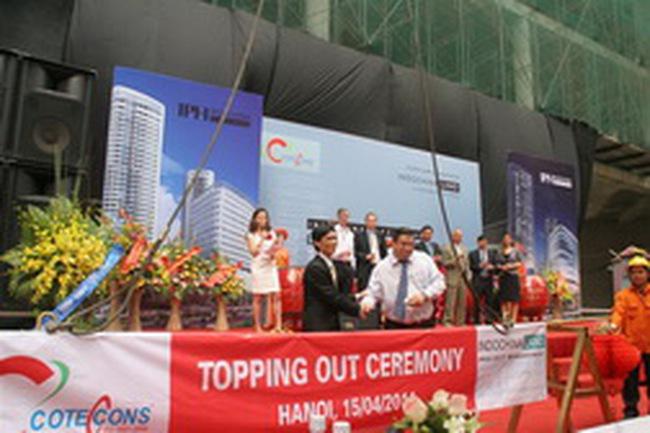Cất nóc công trình Indochina Plaza Hanoi