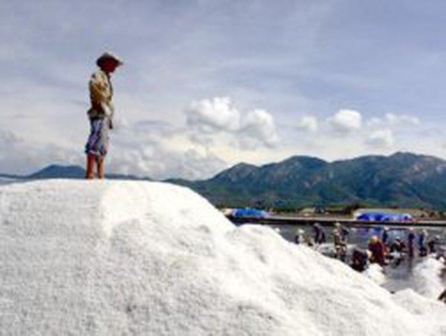 Giá muối tại tỉnh Trà Vinh tăng lên gần gấp đôi